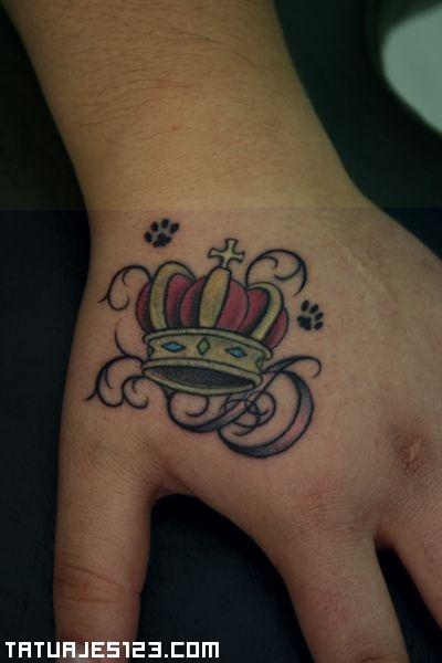 Corona en la mano
