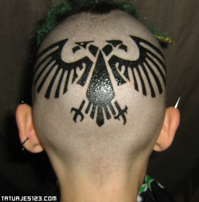 Águila de Warhammer en la cabeza