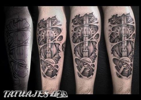 Tatuaje biomecánico black and grey