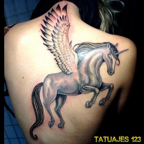 espalda unicornio alado