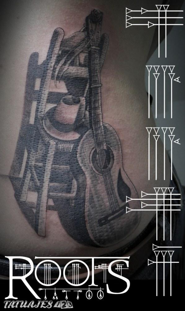 Guitarra, silla y sombrero