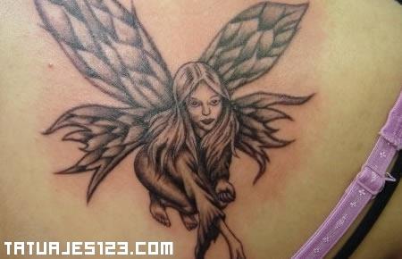 Hada con las alas extendidas