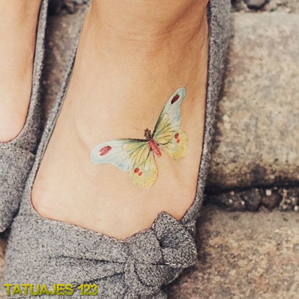 15 Cute Foot Tattoo Designs For Girls: Tatuaje De Mariposa En Colores Pastel