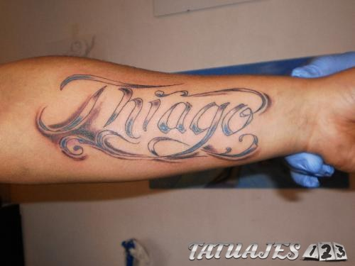 tatuaje con nombre en antebrazo