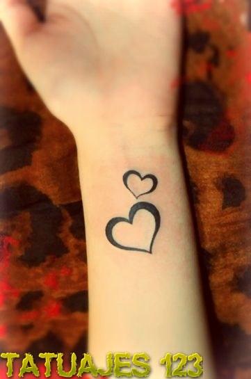 Dos corazones en la mueca Tatuajes 123