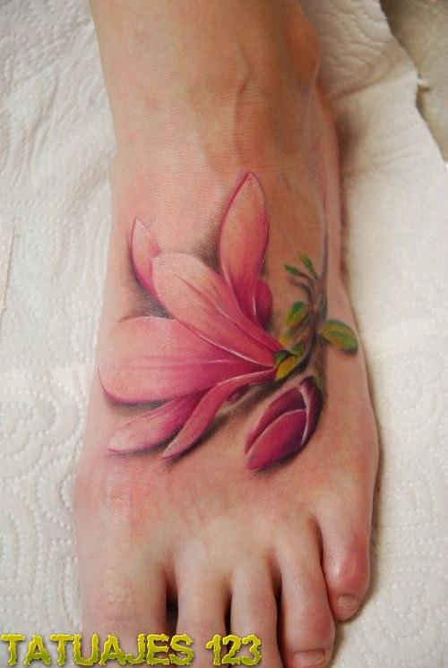 Flor realista en el pi...