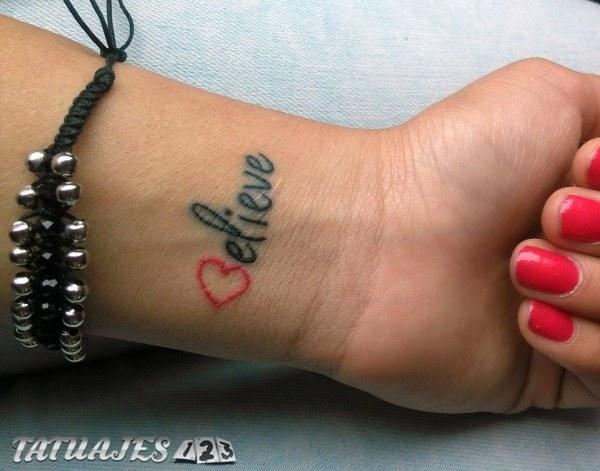 Tatuajes en las muñecas, originalidad y sencillez