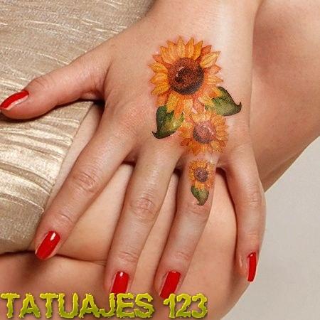 Girasoles En La Mano Tatuajes 123