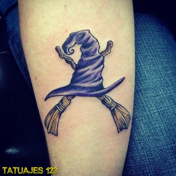 tatuaje de gorro y escobas de bruja tatuajes 123