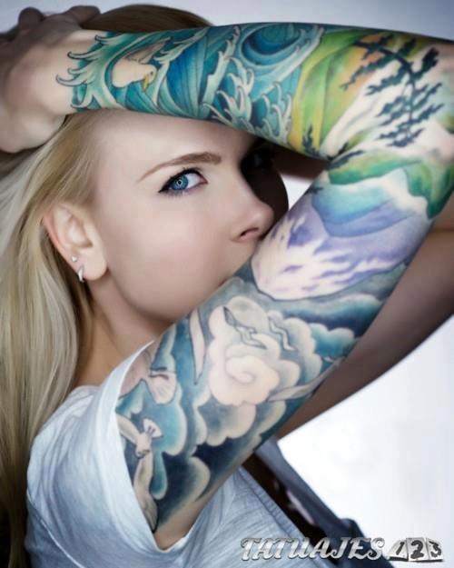 tatuaje manga en color azul