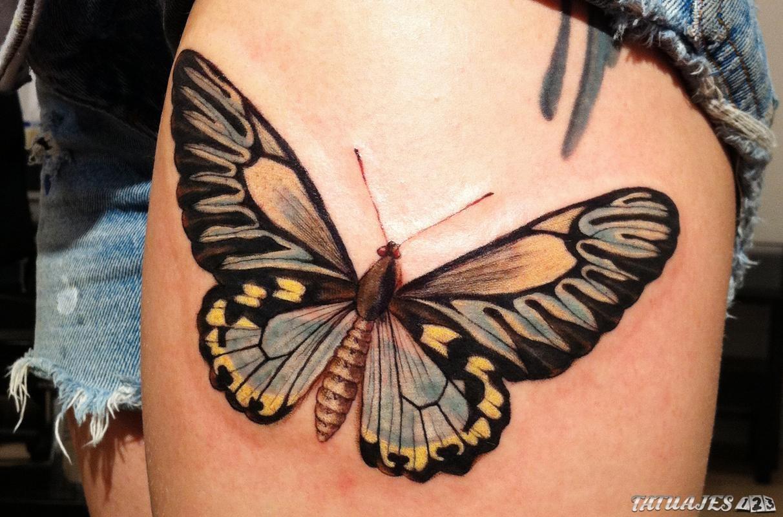tatuaje mariposa en el muslo