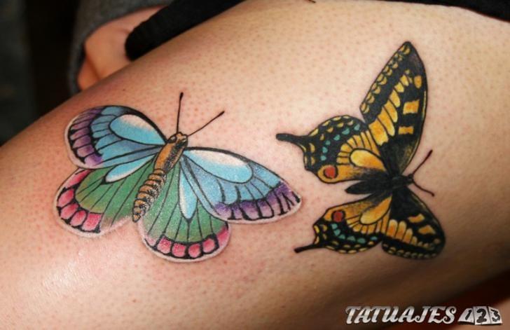 tatuaje piernas mariposas