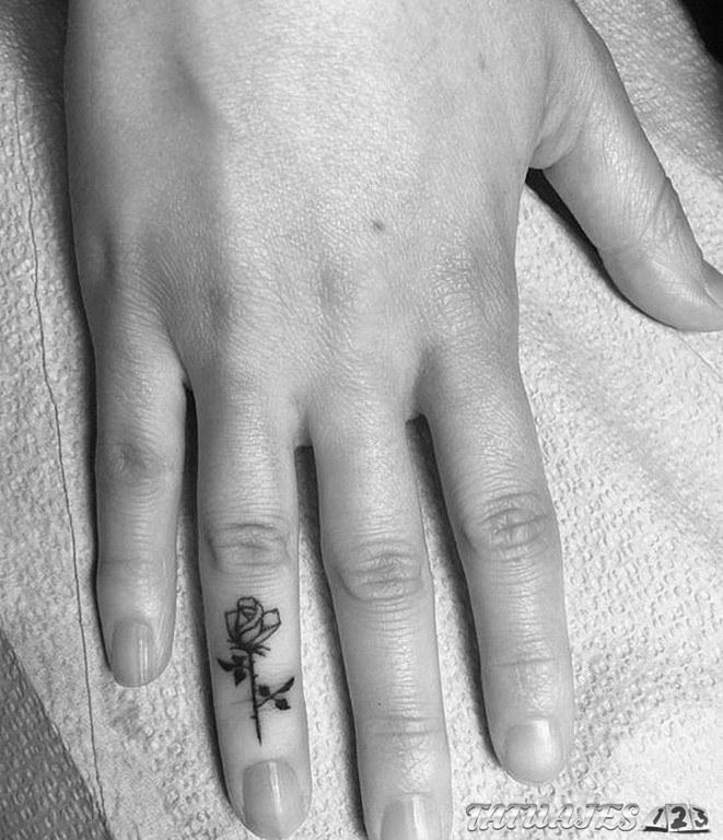 Tatuajes En El Dedo Corazon Fabulous Tatuajes En La Mueca Mano De