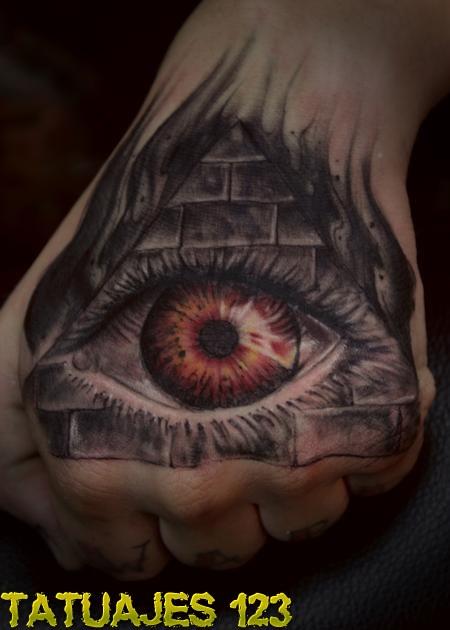 Illuminati Triangle Tattoo Ojo en la mano - Tatua...