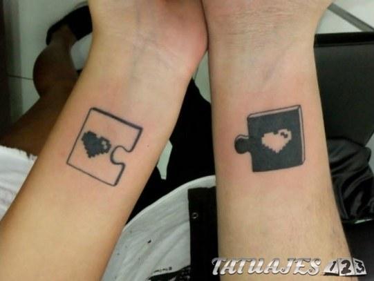 tatuajes con piezas de puzzle