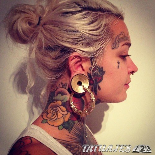 tatuajes en la cara a todo color