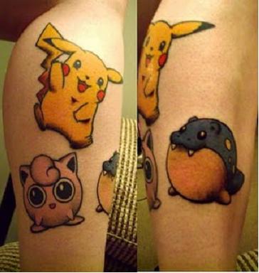 Varios pokemos tatuados