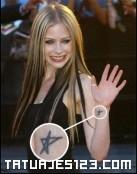 Tatuaje estrella de Avril Lavigne