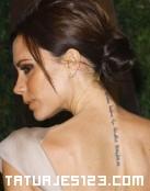 Tatuaje en la espalda de Victoria Beckham