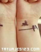 Tatuaje doble en la muñeca