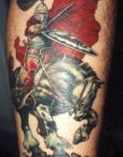 Caballero galopando en su caballo