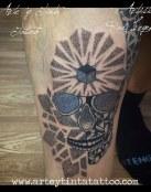 Calavera diseñada y tatuada en dotwork