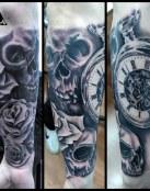 Composicion Reloj, calaveras y rosas