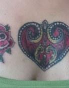 Corazon con rosas en neotradicional americano