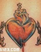 Corazón volando con alas de espinas