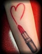 Corazón en rojo con labial