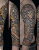 Extraño tatuaje multicolor
