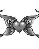 Una mariposa con corazón central