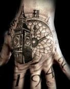 Un reloj en la mano