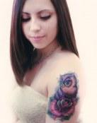 Tatuaje en color del búho y la rosa