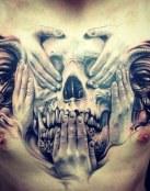 Calavera y manos en el pecho