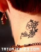 Flores en el cuello