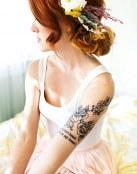 Flores y frase para un tatuaje