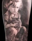 Niña con su pequeño gatito