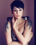 Tatuaje en los dos hombros