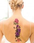 Flores a todo color en la espalda