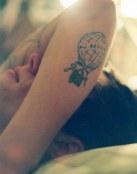 Tatuaje de un globo con despedida