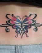Una mariposa tribal con color
