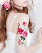 Tatuaje de flores peonías
