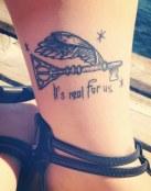 Tatuaje de llave y mensaje