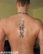 Letras chinas en la espalda