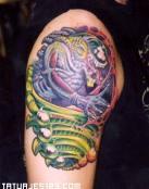 Tatuaje de alienigena multicolor