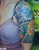 Tatuaje en el brazo de estilo oriental