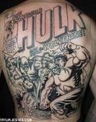 Cómic de Lobezno tatuado en su espalda