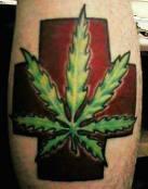 tatuaje de una hoja de marihuana