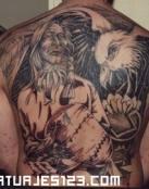 Gran tatuaje de espalda completa